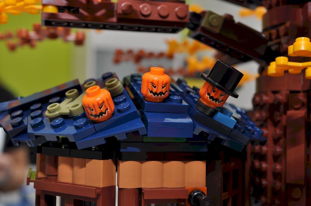 Halloween LEGO Baumhaus - Kürbisse